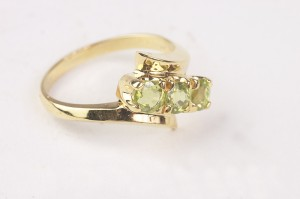 How to Buy Emerald Engagement Rings